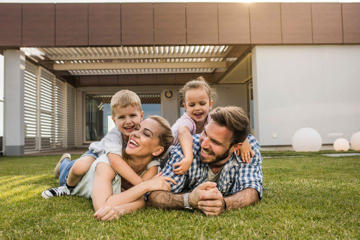 LRCP Porodica na travi